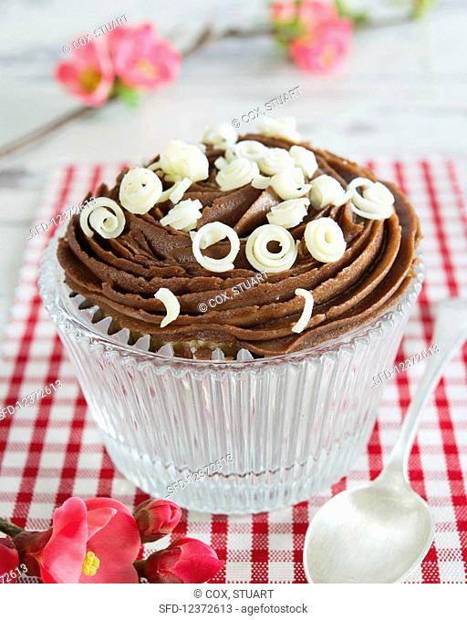 Cupcakes with chocolate cream and white chocolate rolls