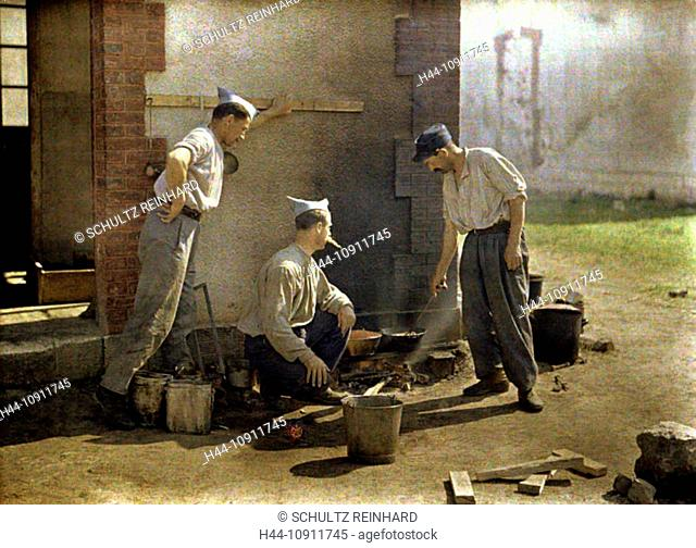 War, Europe, world war I, 1917, Europe, world war, color photo, Autochrome, F. Cuville, western front, soldier, fireplace, eat, department Aisne, France