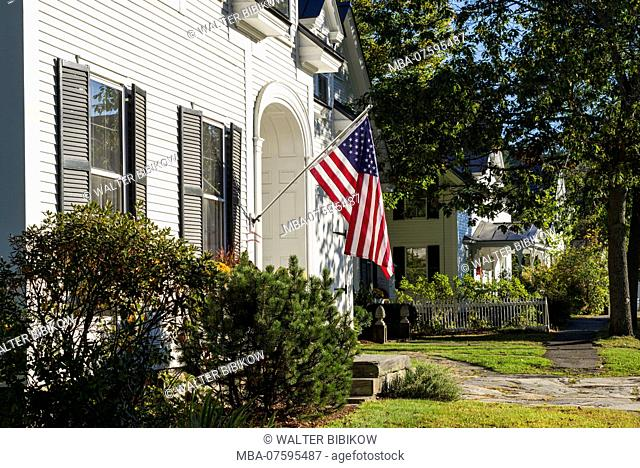 USA, New England, Vermont, Woodstock, US flag