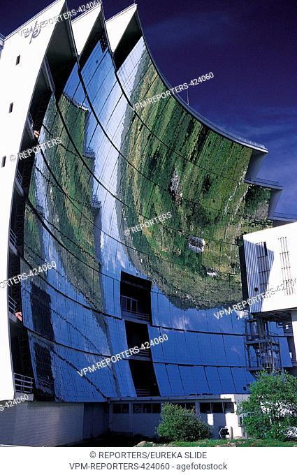 Solar energy Pyrenees France Font-Romeu CELLS - NEW TECHNOLOGIES - ECOLOGY - ENVIRONMENT - RESEARCH - SUN - ALTERNATIVE ENERGY - SCIENCES DE FAILLY © REPORTERS...