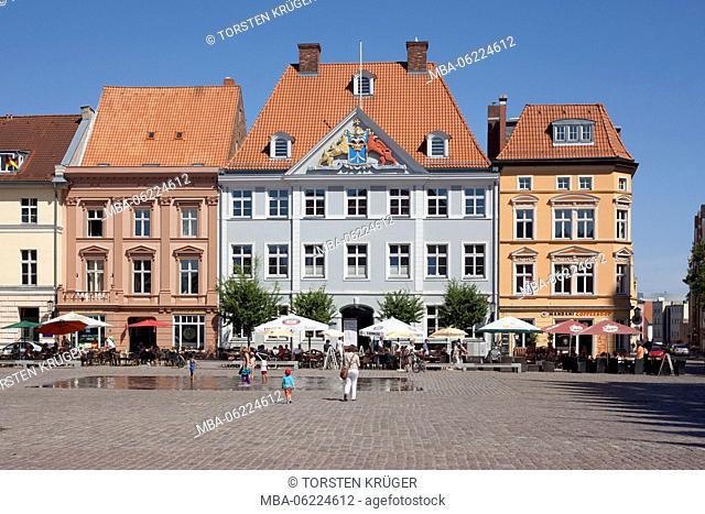 Stralsund, Old Market with Commantantenhus (house)