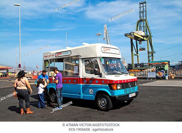 city life in Santa Cruz de Tenerife Spain