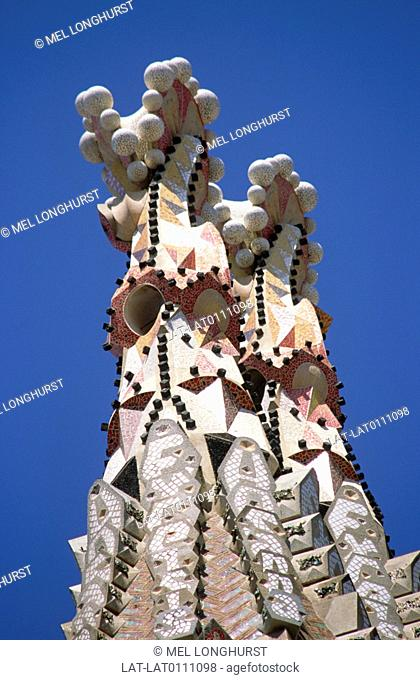 The huge cathedral building,the Templo Expiatorio de la Sagrada Familia is an ongoing construction in the centre of Barcelona,designed by architect Antoni Gaudi
