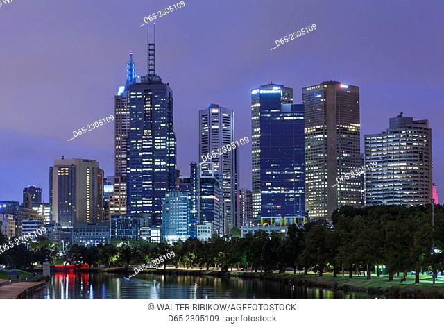 Australia, Victoria, VIC, Melbourne, skyline along Yarra River, dawn
