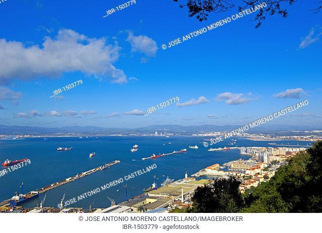 Gibraltar town with bay of Algeciras, Spain, at back, Gibraltar, British overseas territory, Iberian Peninsula, Europe