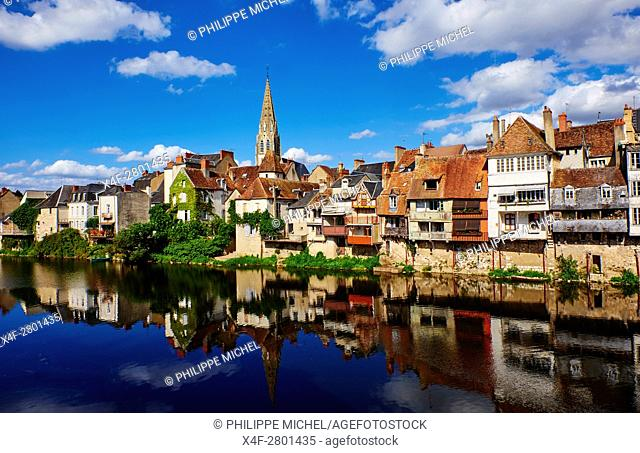 France, Indre (36), Argenton-sur-Creuse, old houses on the river bank Creuse