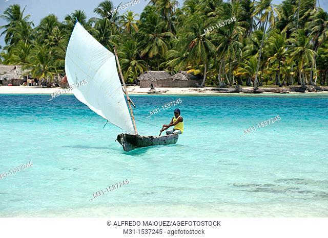 Kuna native sailing in cayuco  San Blas archipelago, Caribbean, Panama, Central America