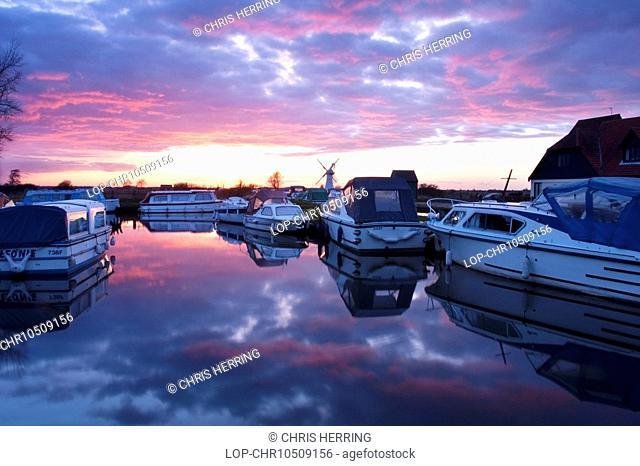 England, Norfolk, Thurne, Sunset at Thurne on the Norfolk Broads