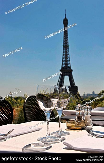 restaurant and Eiffel tower