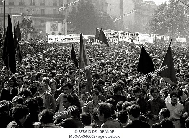 The risk of a revolution in Paris has been averted. Red and black flags in a demonstration of workers, who are against the interruption of the general strike...