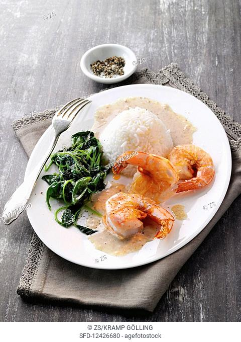Fried scampi with cinnamon star sauce, spinach and rice