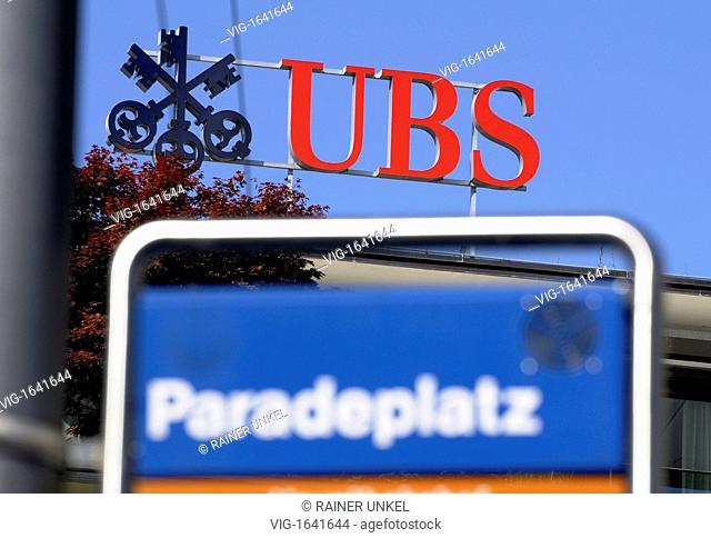 SWITZERLAND, ZURICH, 27.07.2009, CHE, SWITZERLAND : The headquarter of UBS Bank at Paradeplatz in Zurich - Zurich, Zurich, Switzerland, 27/07/2009