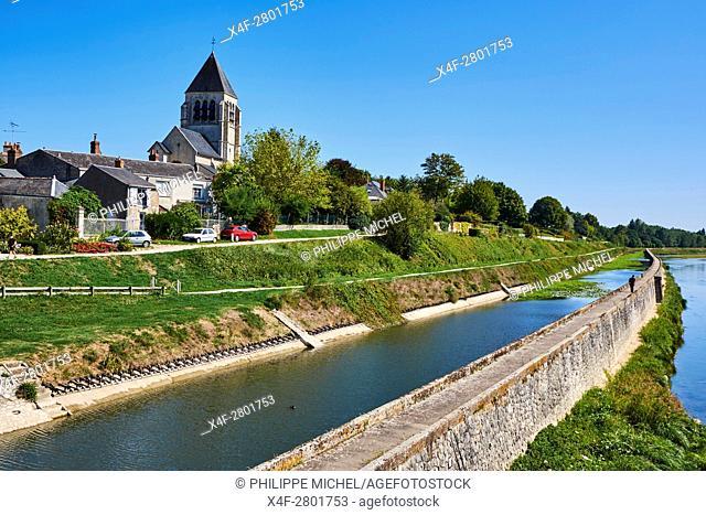 France, Loiret, Orleans, biking on the Loire