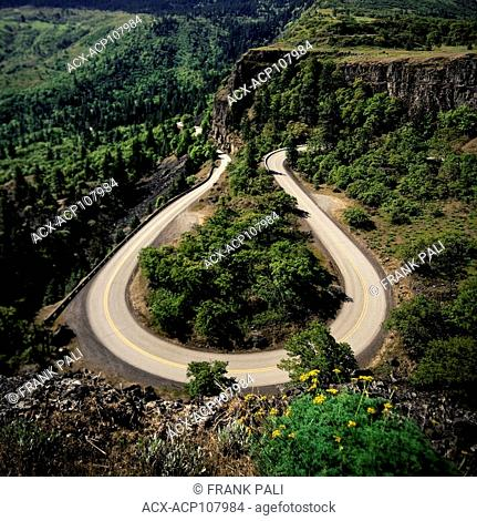 Rowena Crest is an iconic viewpoint that creates a horseshoe curve along the road with sweeping views of the surrounding hills, cliffs