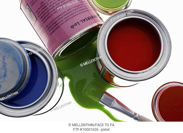 Paint pot with brush