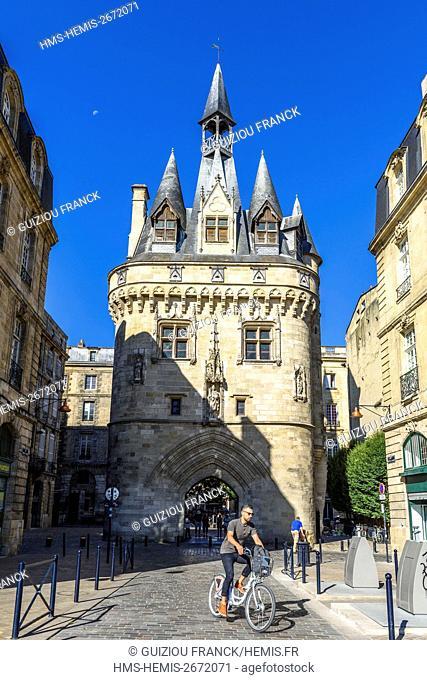 France, Gironde, Bordeaux, area listed as World Heritage by UNESCO, 15th century Gothic Porte Cailhau or Porte du Palais