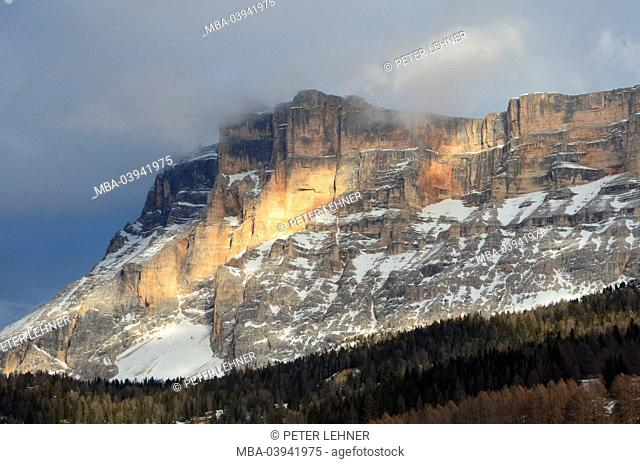 Italy, South Tirol, Gadertal, the Dolomites, mountain peaks, Fanesgruppe, winters, sunrays