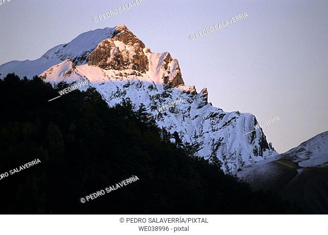 Tendereña peak (2847m). Sierra de Tendereña, north side. Tena valley. Pyrenées. Huesca province. Aragon. Spain