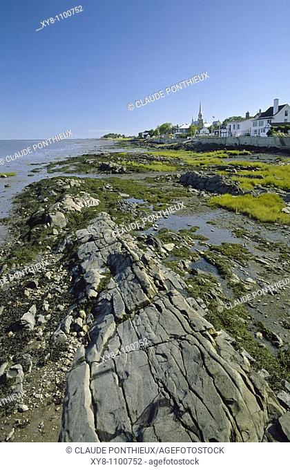 Low-tide-and-Village, Kamouraska, Québec, Canada