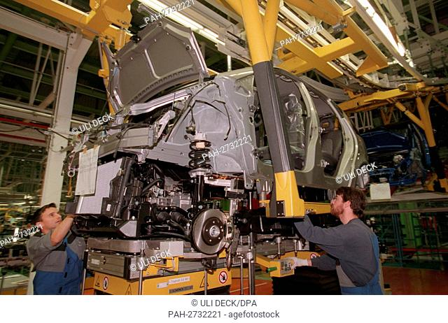 Since December 8, Mercedes-Benz A-Class models with modified chassis have been installed in the Rastatt Daimler-Benz plant (issued on 11.12.1997)