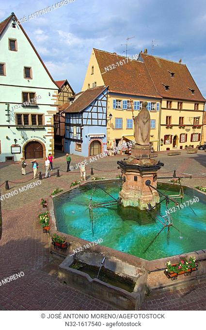 Place du Chateau, Eguisheim, Alsace Wine Route, Haut-Rhin, Alsace, France, Europe