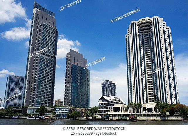 Peninsula Hotel, on the Chao Phraya River, Bangkok, Thailand, Southeast Asia. The Peninsula Hotel Bangkok on the west bank of the Chao Phraya River in Thonburi