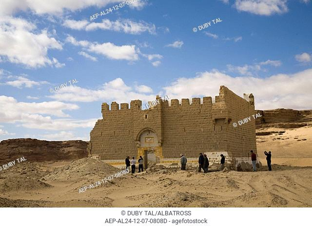 Photograph of the ruins of a crusaders castle in the Jordanian desert