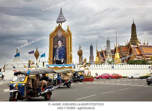 Outside the royal palace in bangkok