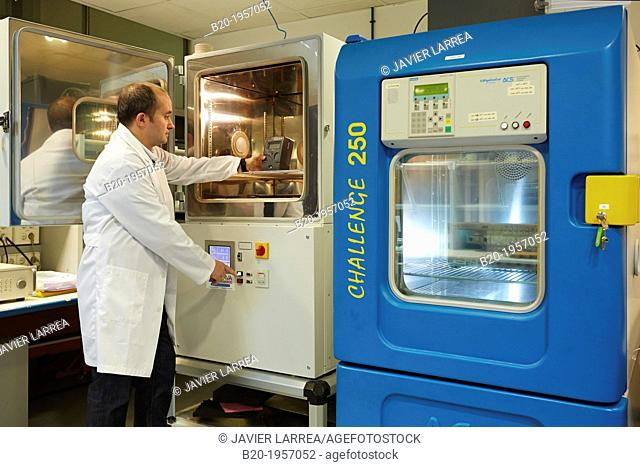 Test climate at high and low temperatures. Climate Chamber. Artificial aging test. Environmental Test Laboratory. Certification of electrical equipment