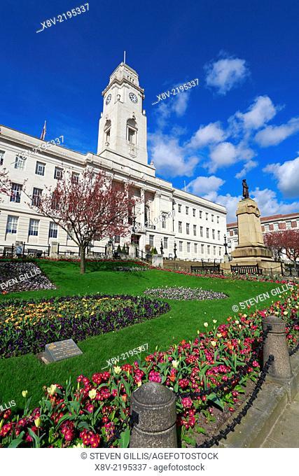 Barnsley Town Hall gardens and War Memorial Cenotaph, Barnsley, South Yorkshire, England, UK