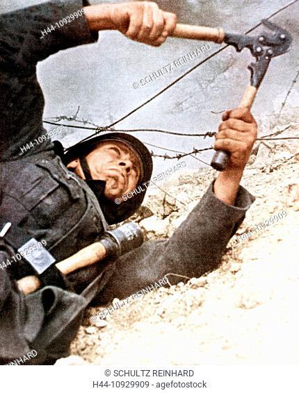Operation, Barbarossa, Wehrmacht, soldier, cutting, barbed wire, invasion, USSR, World War II, 1942 grenade