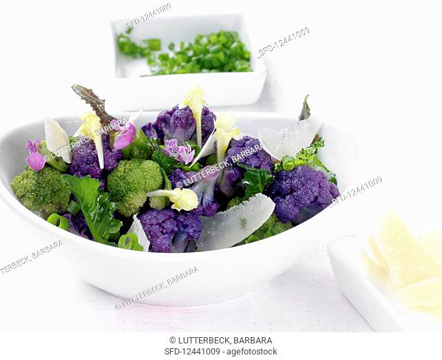 Broccoli salad with chives, vinaigrette, deadnettle flowers and Parmesan cheese