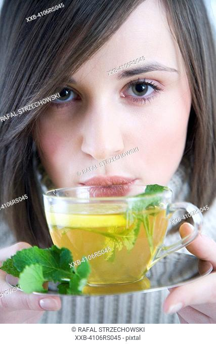 woman with mint & lemon tea