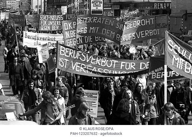 Around 20,000 people demonstrate on 14 April 1973 in Dortmund against the professional ban, the effect of the radical decree. | usage worldwide
