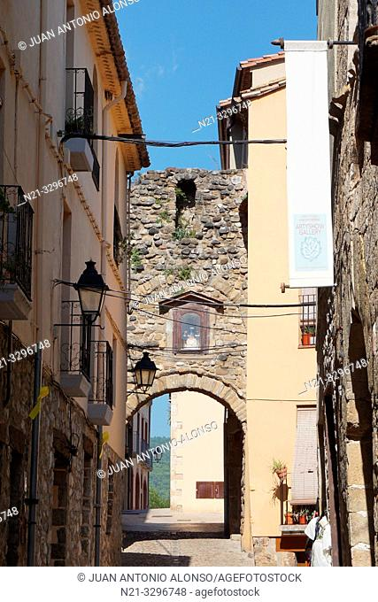Medieval town of Besalú, La Garrotxa, Province of Girona, Catalonia, Spain, Europe