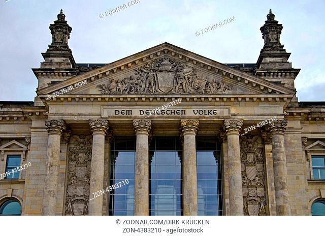 Portal des Reichstagsgebaeudes in Berlin ohne Kuppel, Sitz des Deutschen Bundestags. Reichstag in Berlin, seat of the German federal parliament