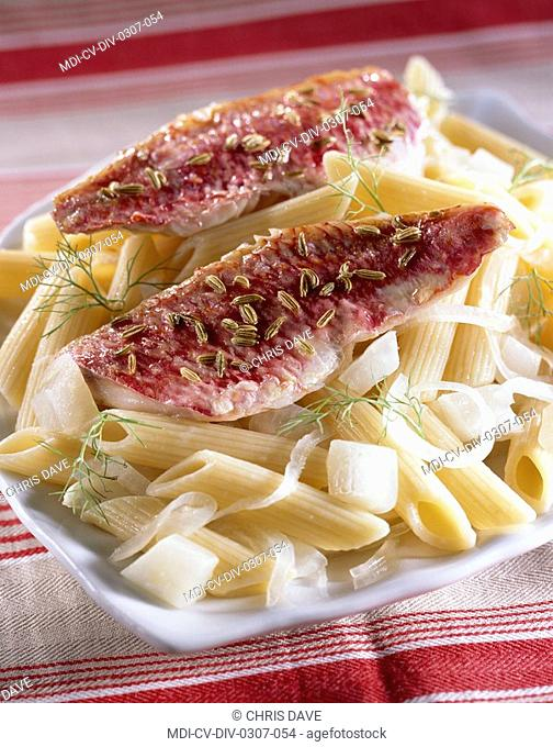 Pan-fried red mullet fillets with cumin and penne regate with onion - Dietetic menu