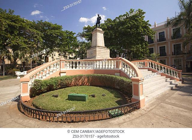 View to the statue of General Manuel Cepeda Peraza in Parque Hidalgo at the historic center, Merida, Yucatan Province, Mexico, Central America