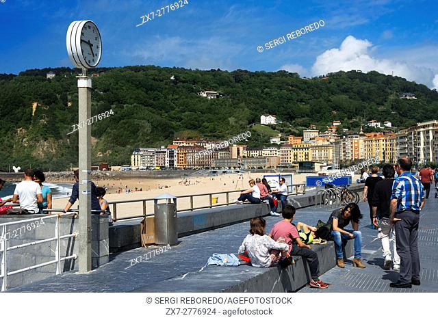 A view of the beautiful but crowded Playa de La Concha (Beach of Zurriola) in San Sebastián (Donostia), Spain. One of the stops of the Transcantabrico Gran Lujo...