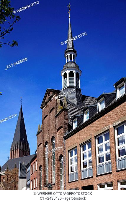 Germany, Goch, Niers, Lower Rhine, Rhineland, North Rhine-Westphalia, NRW, Evangelic Church at the market place, behind the St