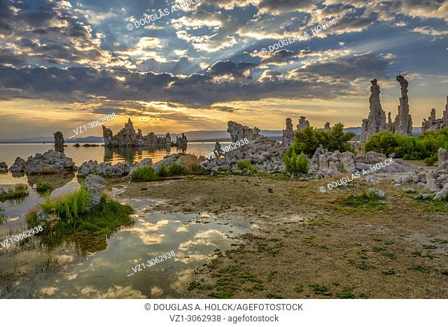 Sunrise over Mono Lake, CA, Tufa