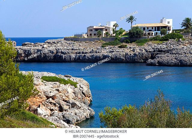 Holiday homes on the rocky coast near Porto Colom, Felanitx, Majorca, Balearic islands, Spain, Mediterranean Sea, Europe