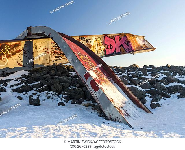 Twisted beams made of steal, a monument commemorating the Joekulhlaup from 1996. The beams where part of the bridge destroyed by the flooding