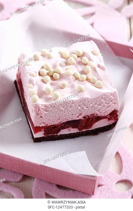 Raspberry slices with white chocolate pearls