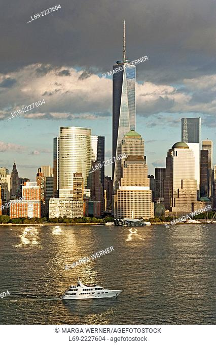 Manhattan skyline at Hudson River with World Trade Center and World Financial Center, Lower Manhattan, New York, USA