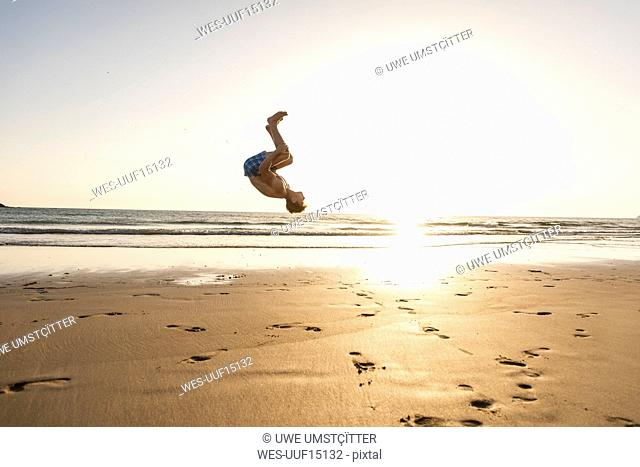 ea0b62f785e0f3 Man doing flips Stock Photos and Images