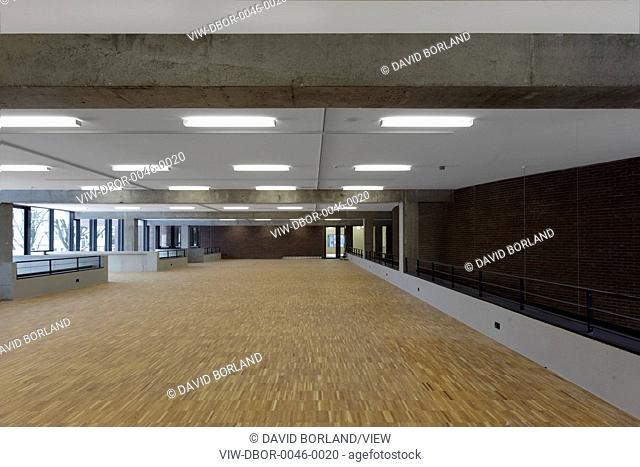 In 1972, Paul Schellekens designed the original De Warande Cultural Centre in Brutalist style: a massive brick building with bro