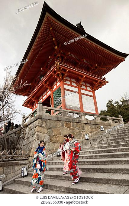 Niomon door in Kiyomizu-dera temple