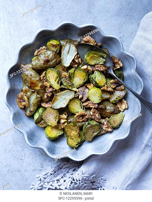 Fried brussels sprouts and Jerusalem artichokes with walnuts