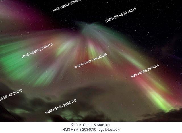 Norway, Nordland, Lofoten archipelago, Svolvaer on Austvagoya island, northern light level 7